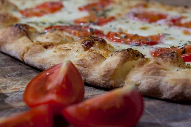 Receta de masa de pizza con amasadora